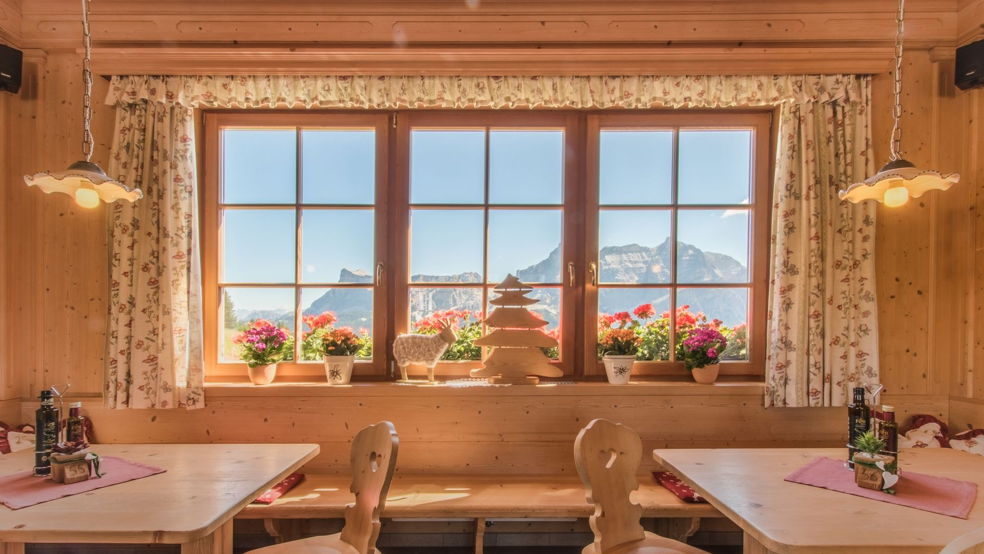 Image: I Tablà Mountain Restaurant in Alta Badia
